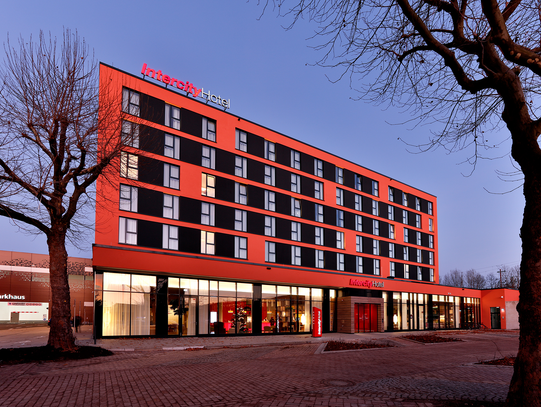 The IntercityHotel Brunswick is one of 42 upper middle class hotels which IntercityHotel GmbH operates as a subsidiary of Frankfurt-based Steigenberger Hotels AG worldwide.