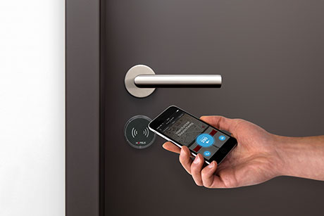 The doors in the Intercity Hotel in Brunswick are opened using a smartphone key and the Häfele Dialock access control system. This new hotel experience has now won gold at the Top Hotel Star Awards.